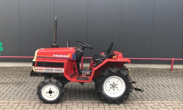 Handige en compacte Yanmar F17 minitractor! voorzien van een 20PK sterke 3 cilinder yanmar diesel motor! ook is de trekker voorzien van zijschakeling waardoor deze tractor een ruime opstap heeft en makkelijk schakelt! deze trekker is onder andere geschikt voor vele werkzaamheden zoals maaiwerk, freeswerk, paardenbak vlakken etc etc